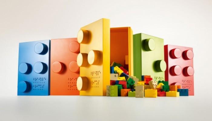 Брайлови кубчета за игра помагат на незрящи деца в ученето