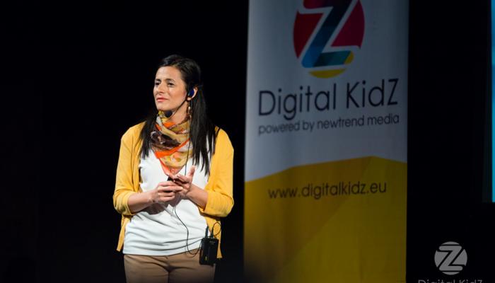 Кристина Щерева, Samsung: диисплеят вече се е превтрнал в детска площадка, намерете баланса